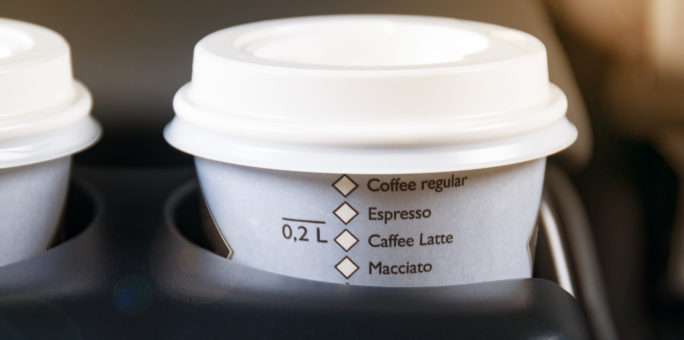 Cách làm sạch vết ố cà phê trên ghế xe