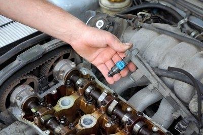 Làm gì khi đổ nhầm nhiên liệu cho xe ô tô?