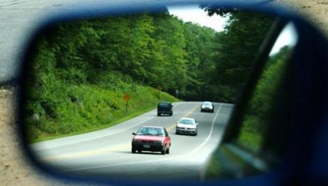 Đi ô tô lùi liệu có bị phạt?