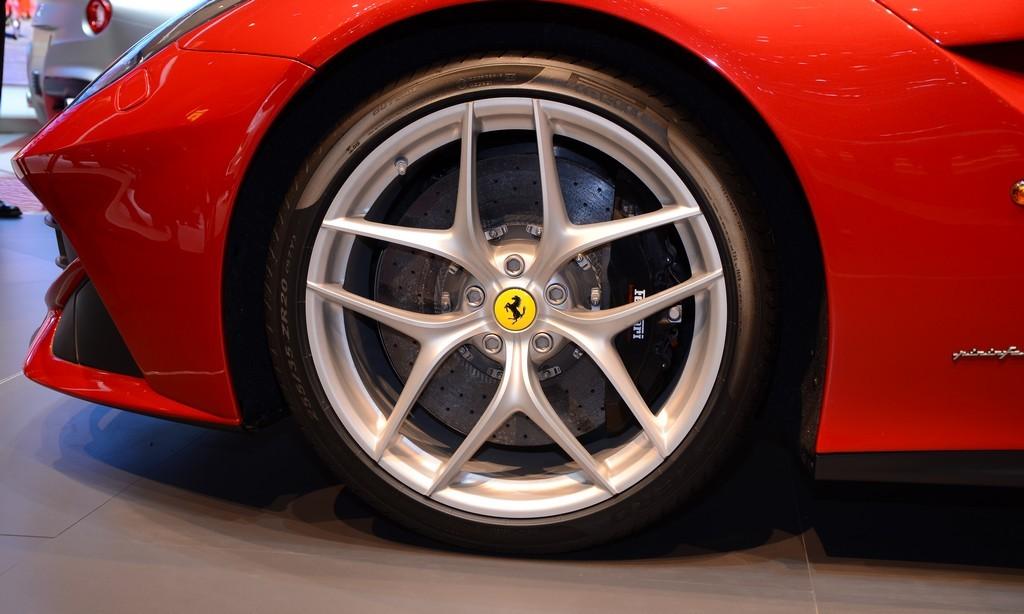 "Ferrari và Lamborghini cùng tung clip ""nóng"""