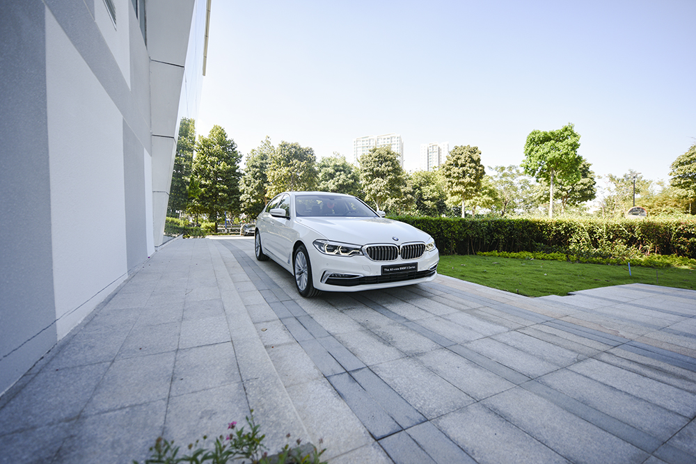 bmw-530i-2019-tai-showroom-tphcm-chat-den-dau