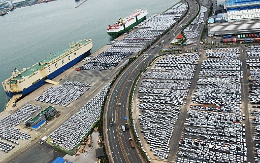 Cơ sở sản xuất đặt tại Ulsan của Huyndai - tổ hợp sản xuất xe hơi lớn nhất thế giới và cũng là thành phố Hàn Quốc có thu nhập bình quân đầu người cao nhất. Ulsan cũng là nơi tạo ra mối liên kết với 380 nhà cung cấp và 5.000 nhà cung cấp cấp 2, cấp 3 trên khắp Hàn Quốc.
