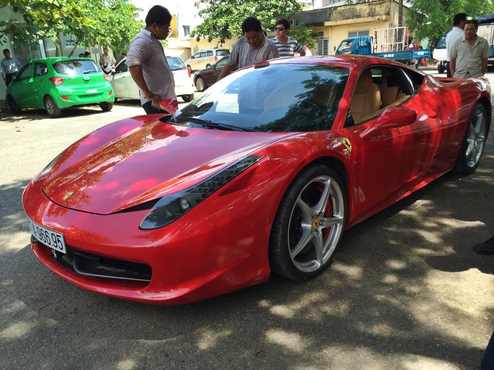 """""""Ngựa chiến"""" Ferrari 458 nhập tịch Sài Gòn"""