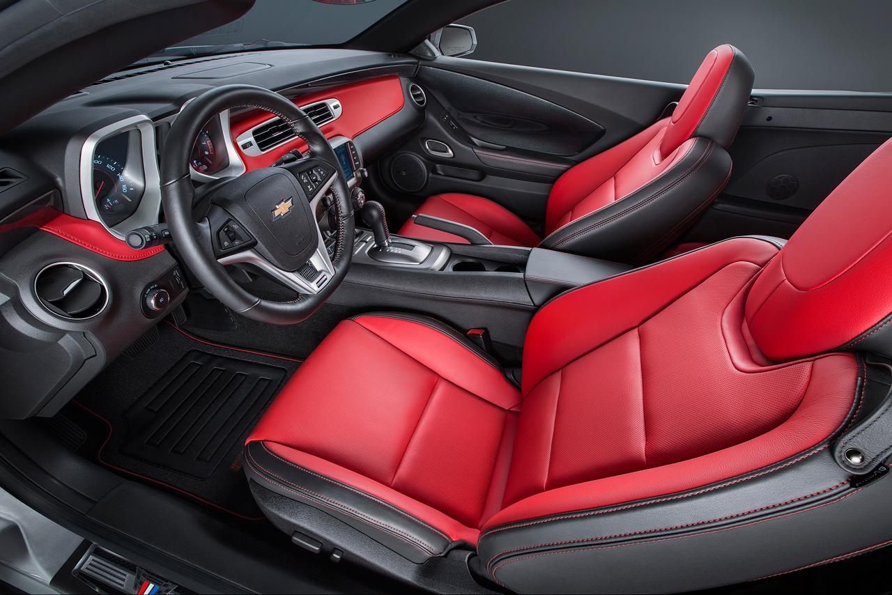 chevycamarocommemorative31 1415010541 Ngắm nhìn Chevrolet Camaro phiên bản kỷ niệm cực đẹp