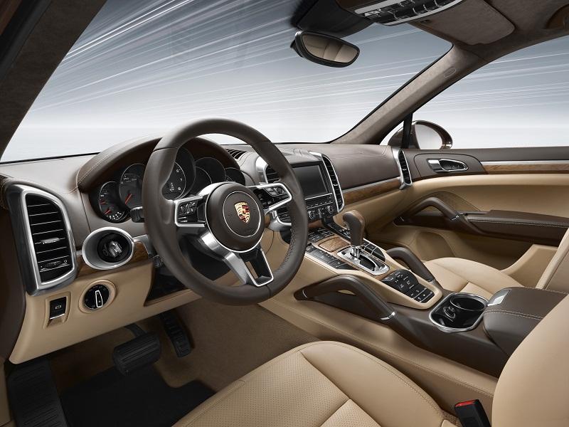 p14 0968 a4 rgb 1415629239 Ngám nhìn Porsche Cayenne 2015 về Việt Nam với giá từ 3,54 tỷ đồng