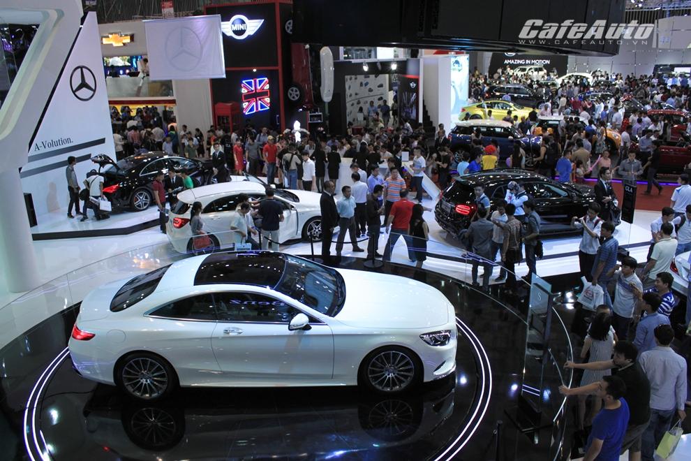 Ngành ô tô tăng trưởng khởi động mùa mua sắm cuối năm