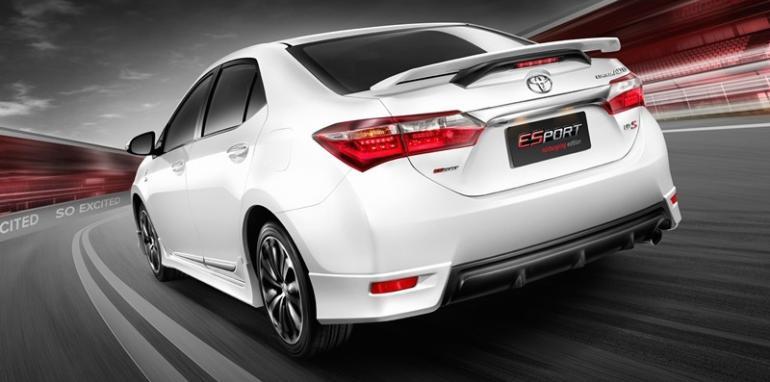 xtoyotacorollanurburgringedition2pagespeedicio2egh12q8to40lmjgii 1427118865 Hãng xe Toyota ra mắt Corolla Altis phiên bản đặc biệt Nurburging 24hr tại Thái Lan