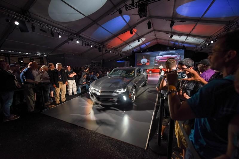 0072016camarolive1 1431943145 Ngắm nhìn siêu cơ bắp Chevrolet Camaro 2016 chính thức trình làng