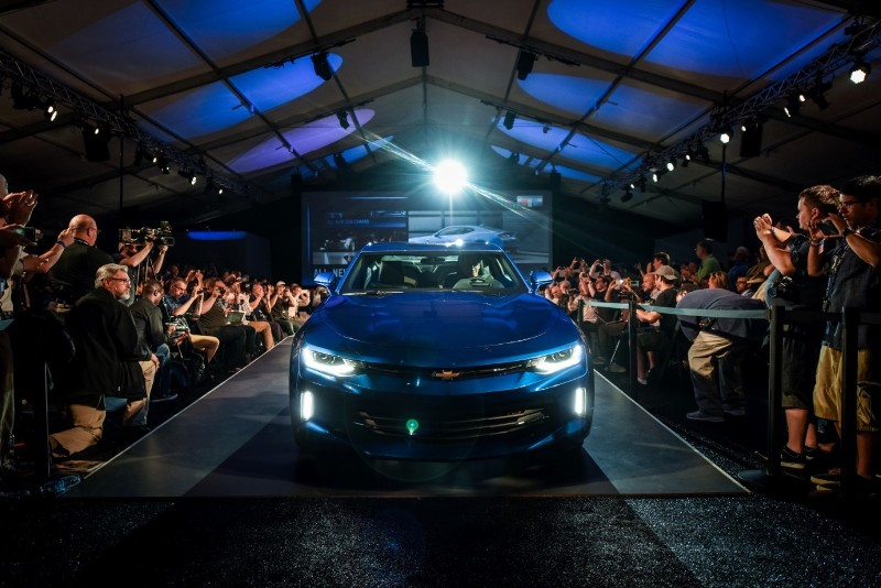 0082016camarolive1 1431943161 Ngắm nhìn siêu cơ bắp Chevrolet Camaro 2016 chính thức trình làng
