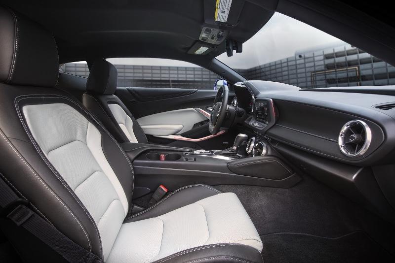17 1431943323 Ngắm nhìn siêu cơ bắp Chevrolet Camaro 2016 chính thức trình làng