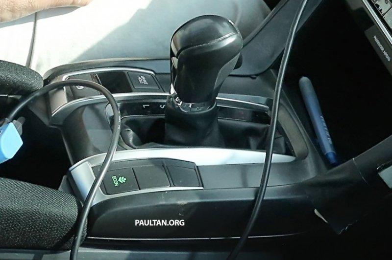 hondacivicint04850x566 1434106131 Bất ngờ Honda Civic mới lộ ảnh nội thất trên đường thử