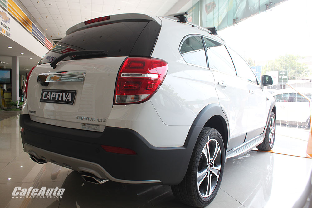 Chevrolet-Captiva-2016-phan-duoi-xe-cai-tien