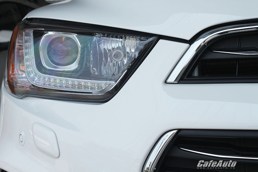 Chevrolet-Captiva-2016-voi-dai-den-chieu-sang-ban-ngay