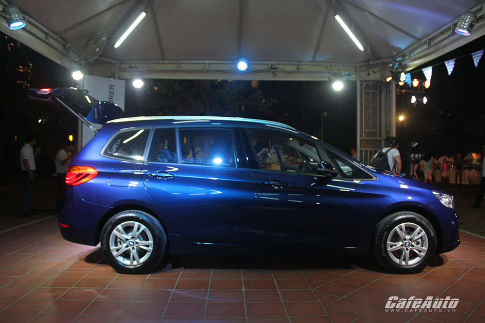 BMW-218i-Gran-Tourer-anh-chụp-ngang-than