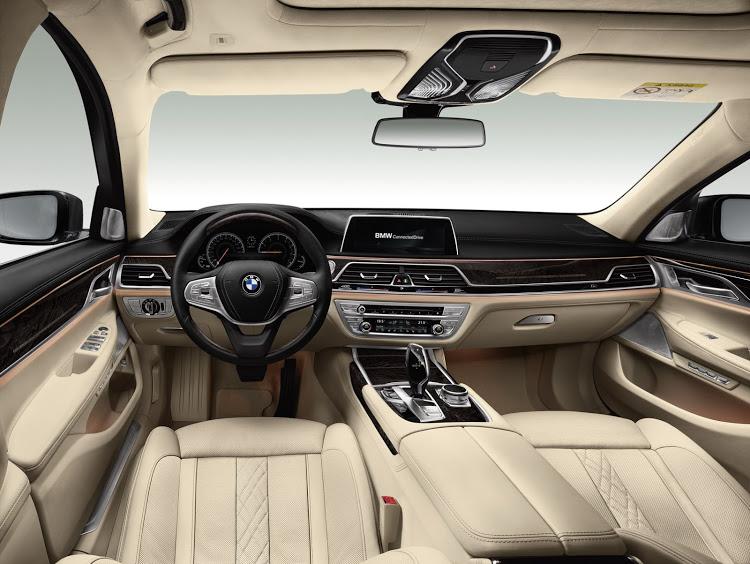 BMW-7series-2016