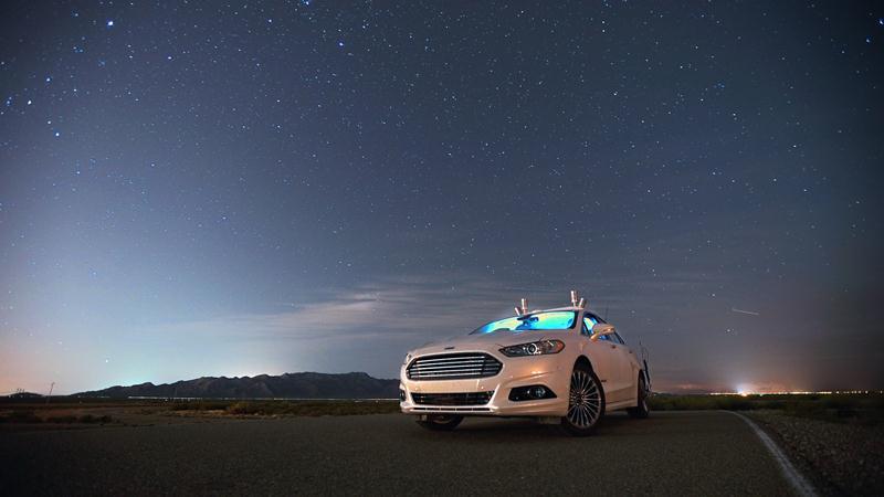 Ford-Fusion-di-chuyển-an-toàn-trong-đêm-mà-không-cần-đèn-pha