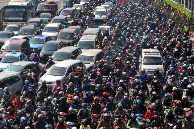 Sự-thật-tàn-nhẫn-phía-sau-những-đứa-trẻ-được-thuê-ngồi-xe-ô-tô-tại-thủ-đô-Indonesia