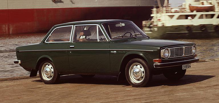 Volvo-142-sedan