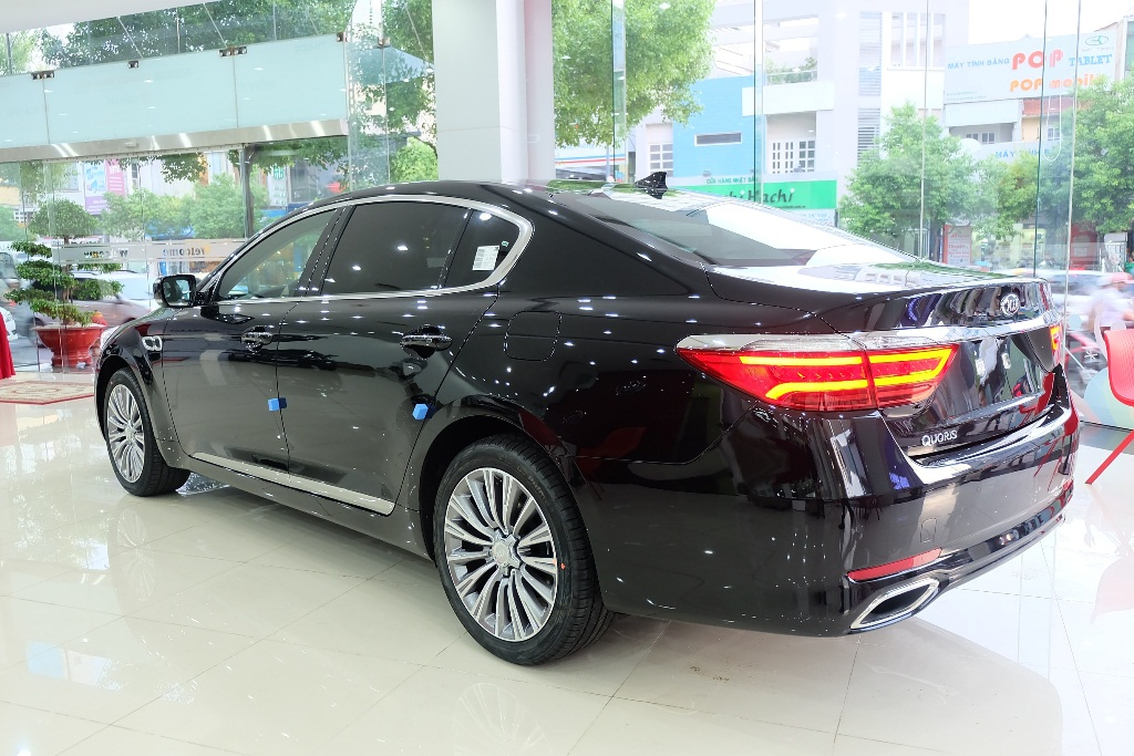 Sedan-hạng-sang-Kia-Quoris-ra-mắt-tại-Việt-Nam