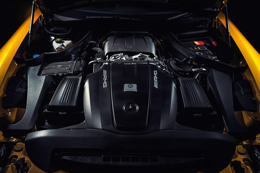 Mercedes-AMG-GT-2017-giá-từ-112,125-USD