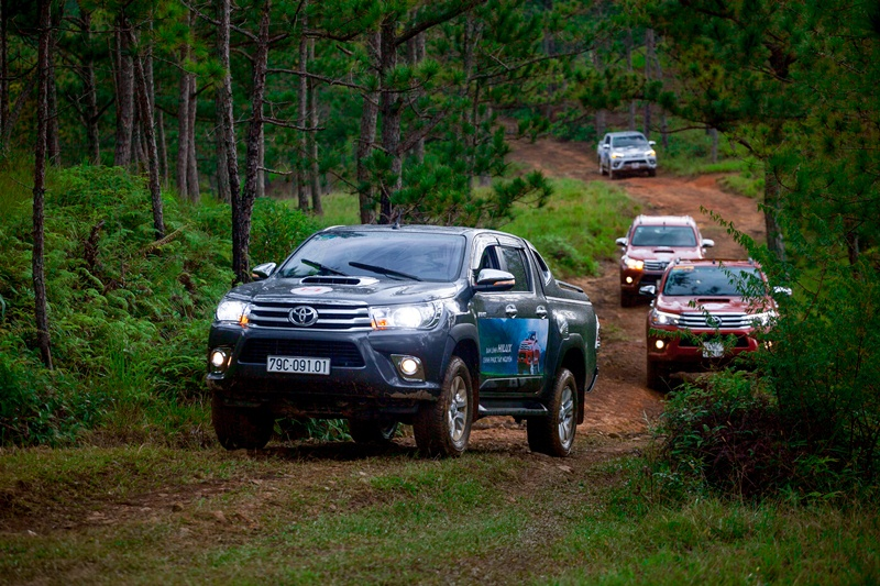 toyota-to-chuc-offroad-voi-xe-hilux