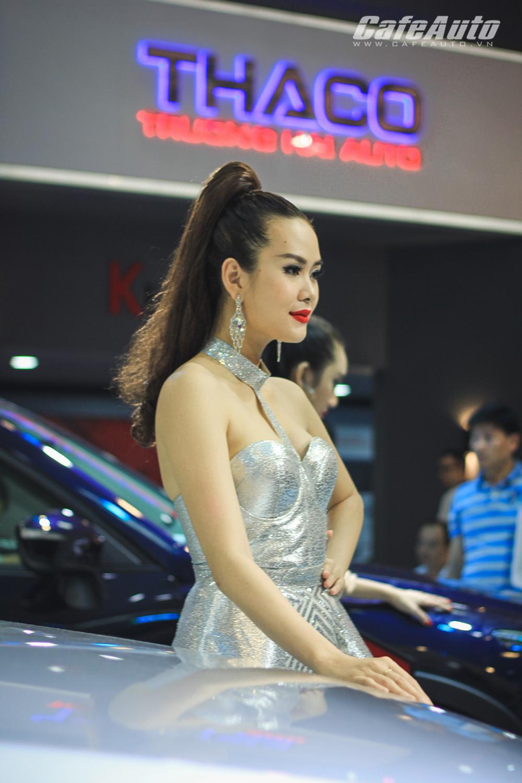 dan-mau-xinh-ngat-ngay-tai-trien-lam-o-to-viet-nam-2016