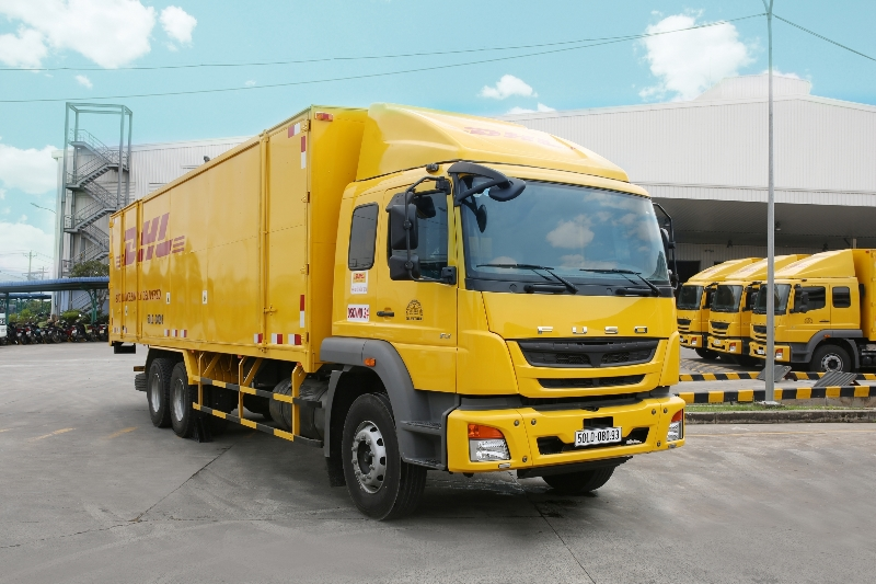 fuso-ban-giao-18-xe-fighter-fj-24-tan-cho-dhl-supply-chain