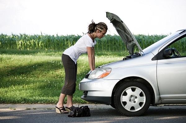 Xử trí thế nào khi hỏng xe giữa đường vắng?