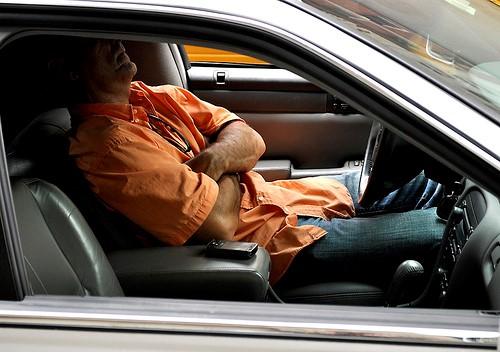 Những lưu ý cần biết khi ngủ trong xe ô tô
