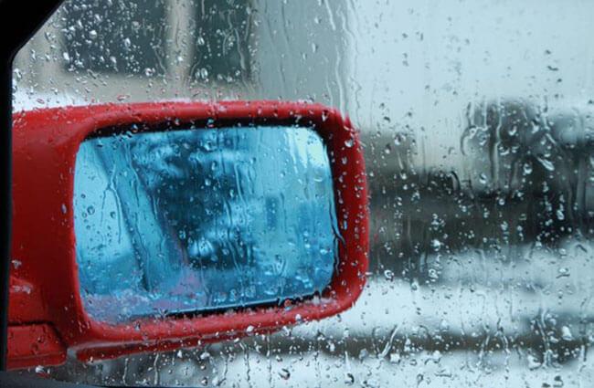 Kinh nghiệm để xử lý kính mờ khi trời mưa
