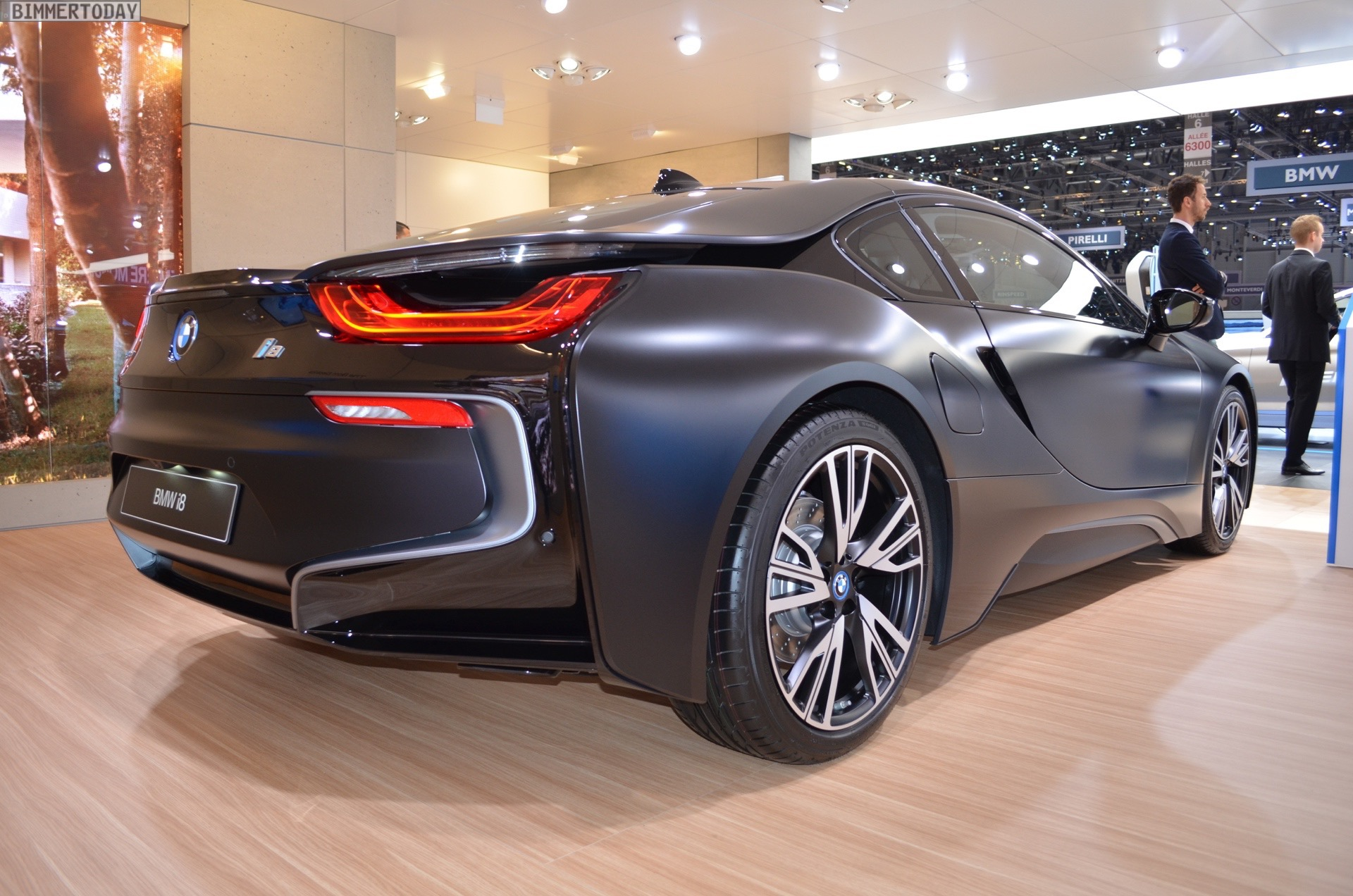 can-canh-ban-dac-biet-bmw-i8-protonic-frozen-black