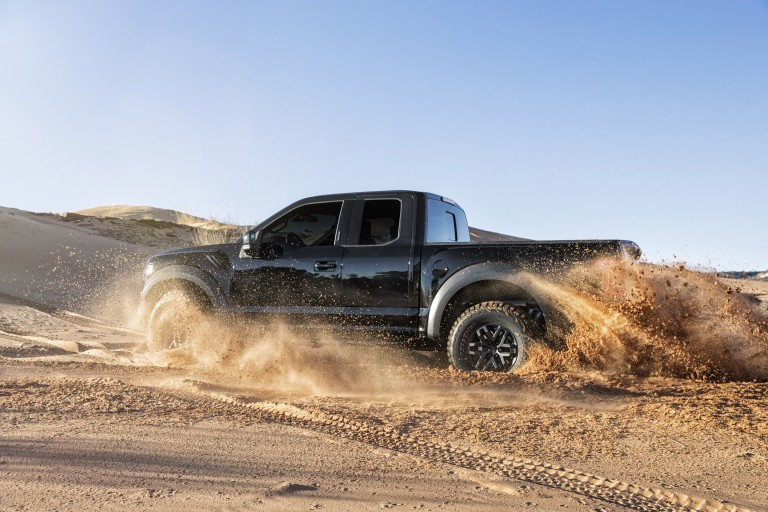 ford-f-150-raptor-2017-co-gia-96-470-usd-tai-anh