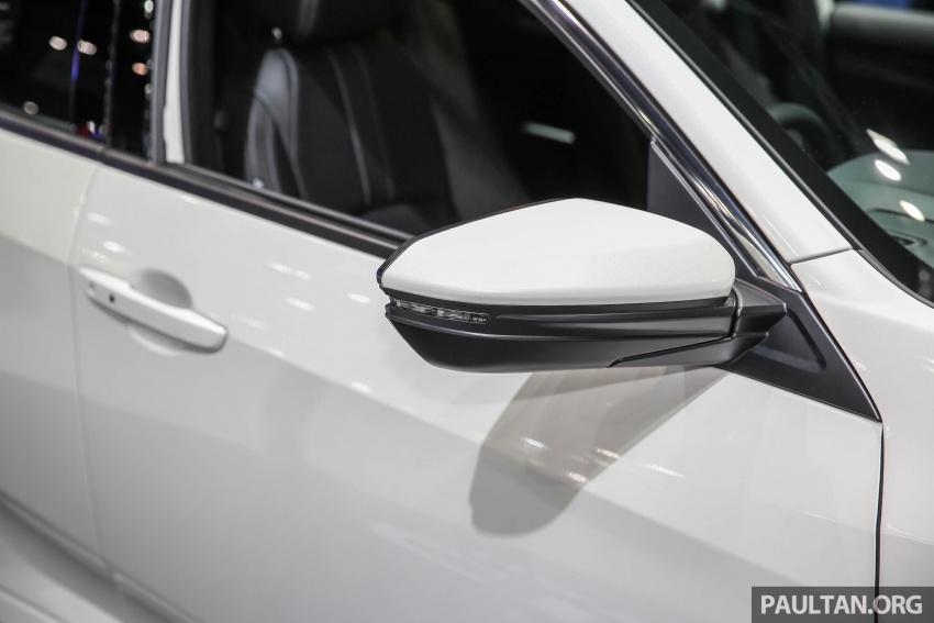 honda-civic-hatchback-2017-trinh-lang-tai-thai-lan-voi-gia-950-trieu-dong