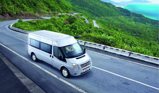 215-xe-isuzu-mu-x-va-1-426-xe-ford-transit-bi-trieu-hoi-cung-luc
