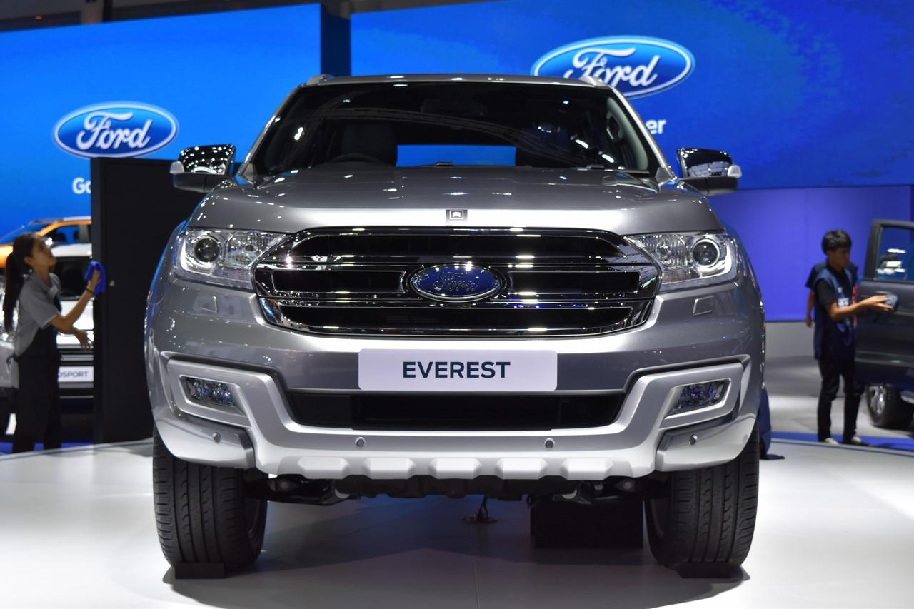 ford-everest-2017-co-gia-914-trieu-dong-tai-thai-lan