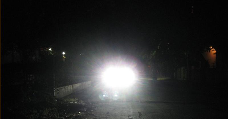 Cần làm gì khi lái ô tô vào ban đêm?
