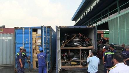 phat-hien-container-chua-nhieu-xe-may-nhap-lau-o-cang-cat-lai
