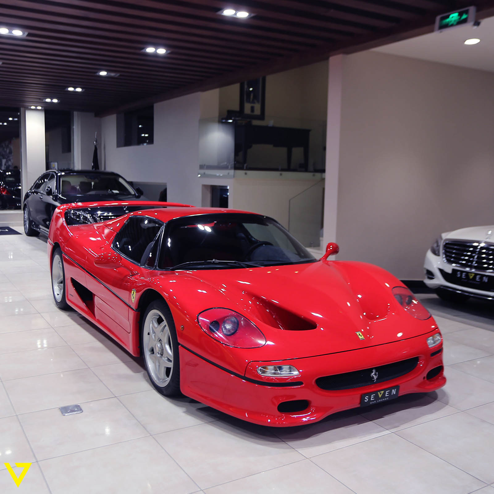seven-car-lounge-showroom-so-huu-4-mau-ferrari-noi-tieng