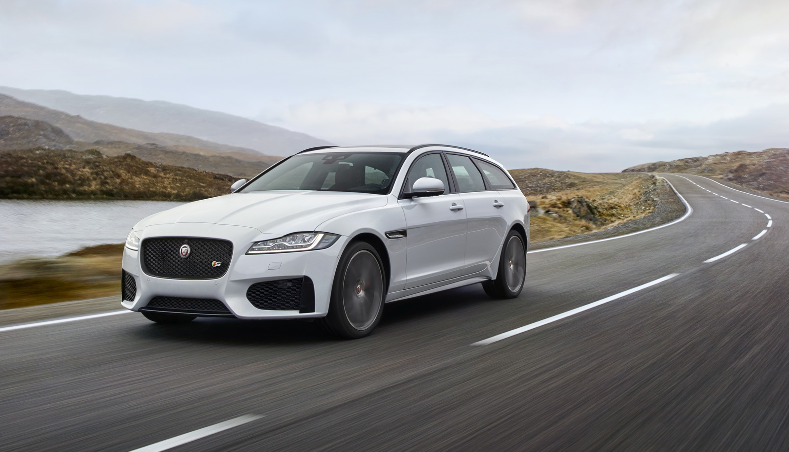 jaguar-xf-co-them-ban-sportbrake-gia-tu-44-335-usd
