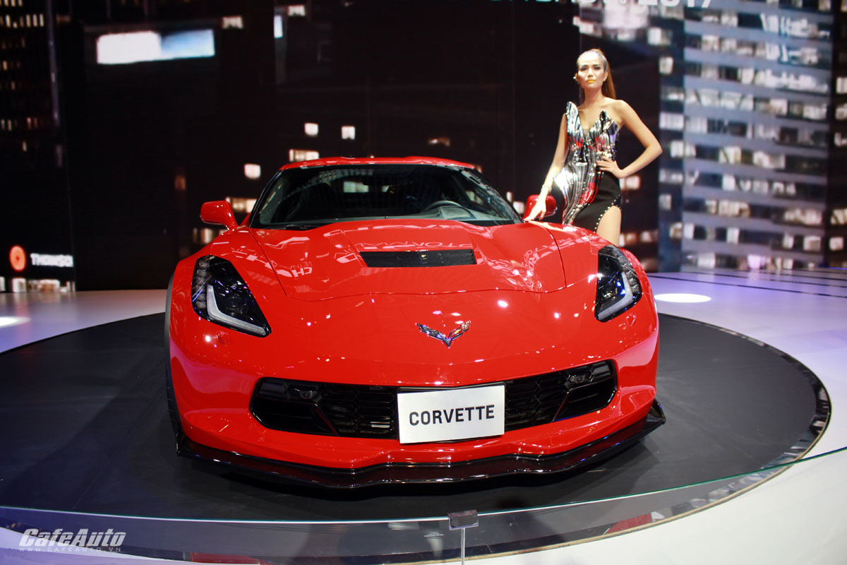 man-nhan-voi-sieu-xe-the-thao-chevrolet-corvette-grand-sport-2017-tai-vms-2017