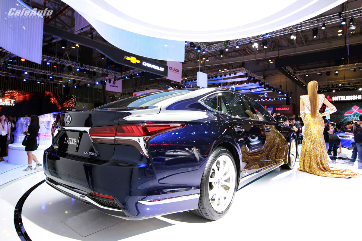dong-xe-xanh-lexus-ls500h-chinh-thuc-ra-mat