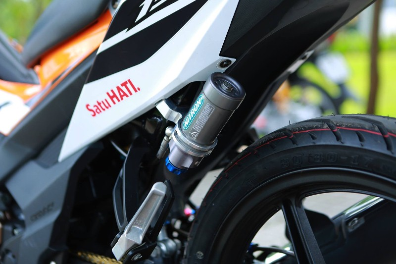 honda-sonic-150r-them-chat-choi-voi-loat-do-choi-hang-hieu