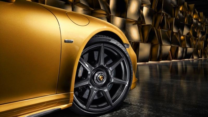 porsche-911-turbo-s-trang-bi-mam-carbon-tri-gia-hon-400-trieu-dong