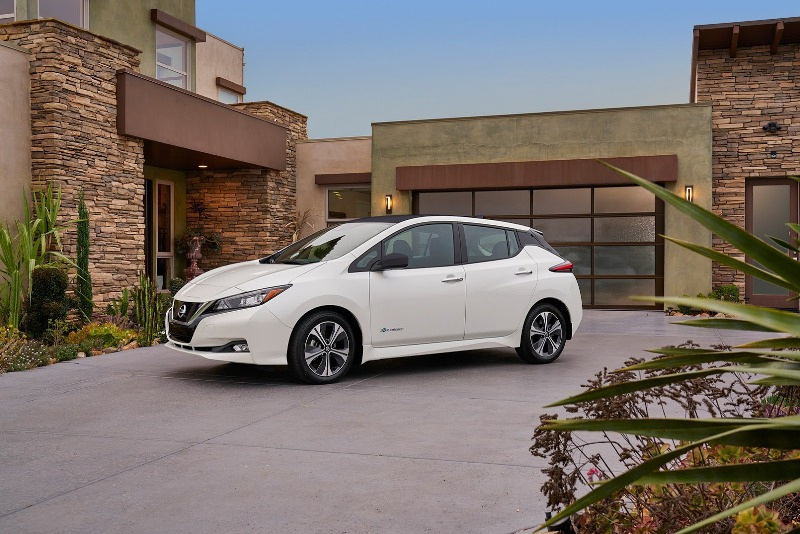 o-to-dien-nissan-leaf-2018-trinh-lang-voi-gia-chi-680-trieu-dong