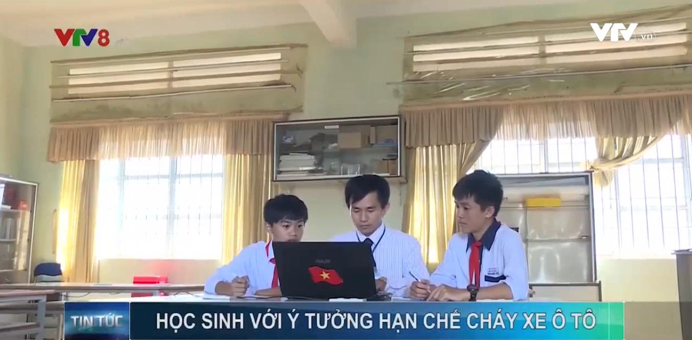 hoc-sinh-lam-dong-che-tao-he-thong-canh-bao-chay-xe-o-to