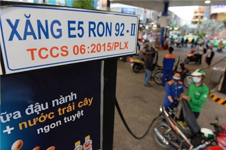 tu-hom-nay-petrolimex-va-pvoil-chinh-thuc-ban-dai-tra-xang-e5-ron92