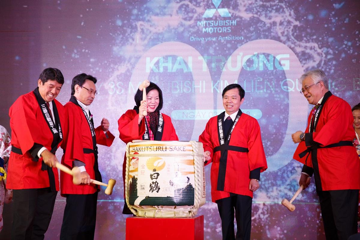 xuat-hien-dai-ly-3s-mitsubishi-hoan-toan-moi-tai-quang-binh