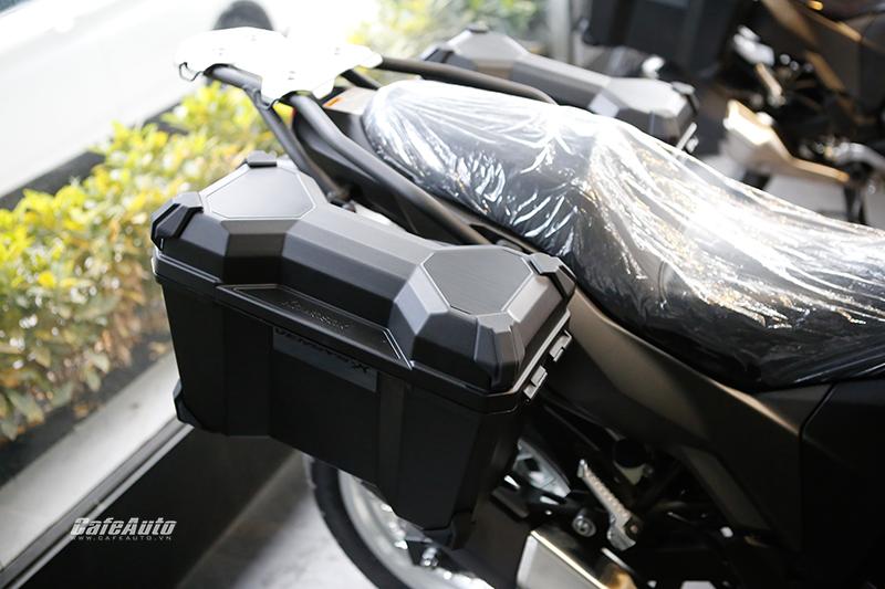 kawasaki-don-tim-phuot-thu-voi-versys-x300-tourer-2018-trang-bi-den-tan-rang