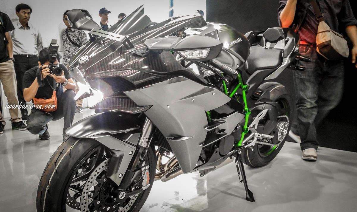 Tỷ Phú Sở Hữu Kawasaki Ninja H2 Carbon đầu Tiên Trị Giá 13 Tỷ đồng