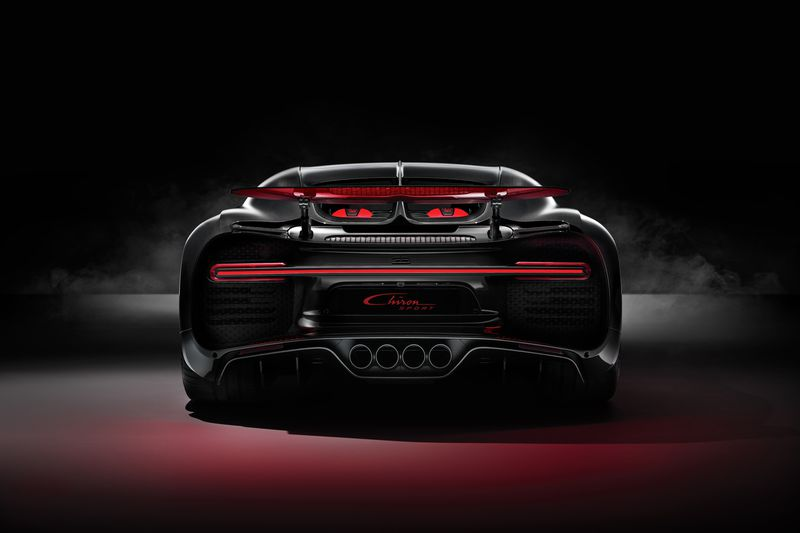 https://static1.cafeauto.vn/cafeautoData/upload/tintuc/thitruong/2018/03/tuan-04/01-bugatti-chiron-sport-front-web-1522143216.jpg